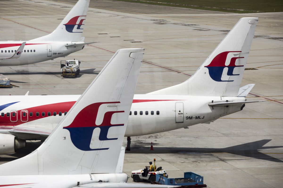 Mahathir Weighing Shutdown or Sale of Malaysia Airlines