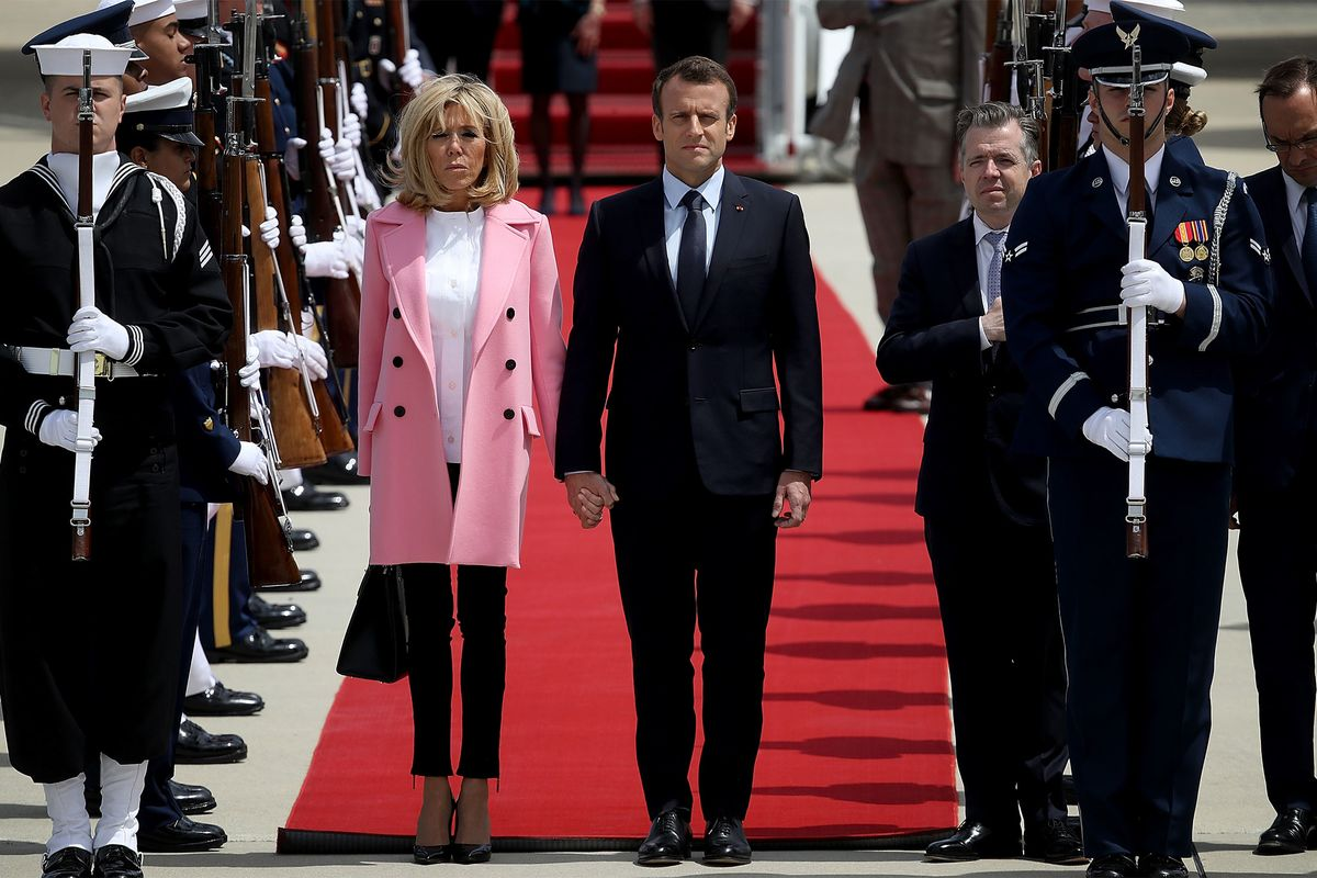 Macron lands in US to fanfare ahead of tough talks with Trump (bloomberg.com)