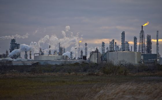 Texas Refiners Rush to Fix Leaks, Burst Pipes After Storm