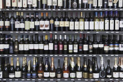 世界のワインが揃っている。一本いかが?
