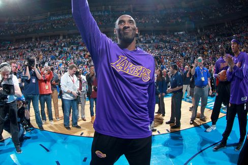 Kobe Bryant of the Los Angeles Lakers waves to the crowd before a game against the Oklahoma City Thunder in Oklahoma City, on April 11, 2016.