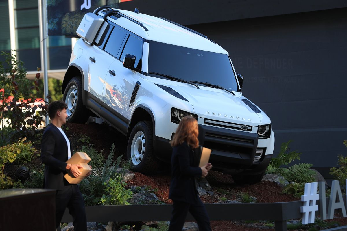 Jaguar Land Rover Ends Volkswagen Fight Over Luxury SUVs