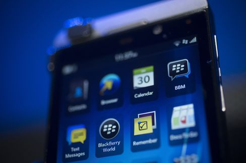 BlackBerry Fans Wait as Carrier Scrutiny Causes Delay in U.S.