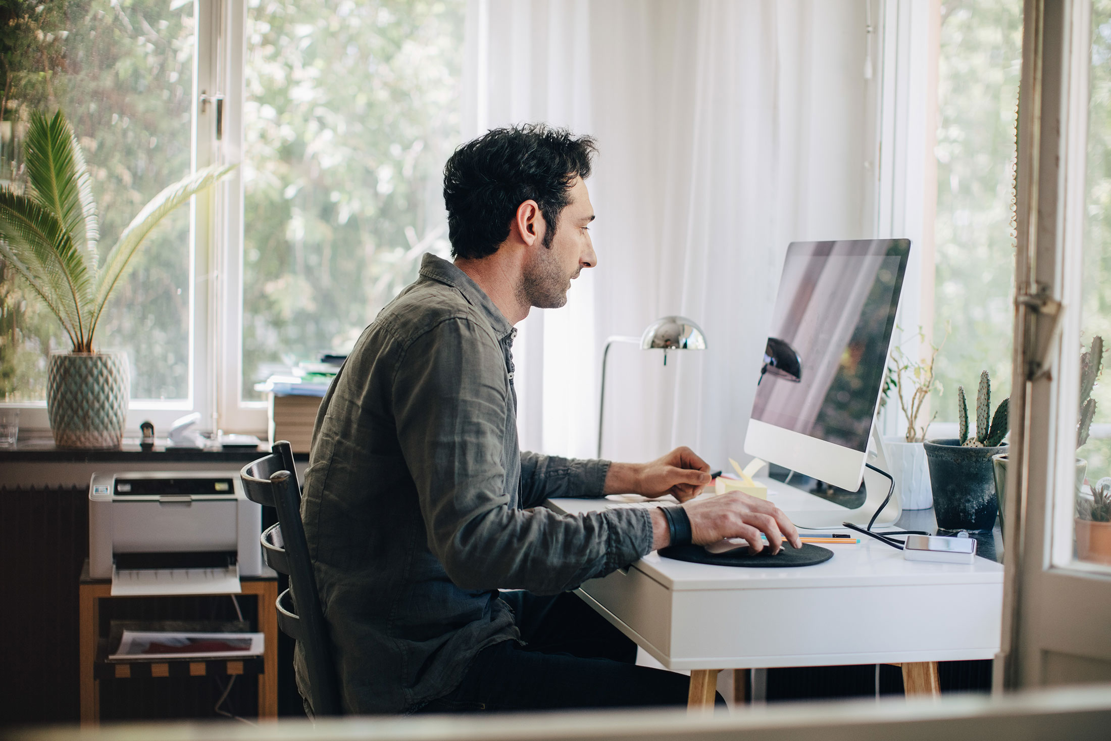 Yes, You Should Work From Home to Fight Coronavirus Spread - Bloomberg
