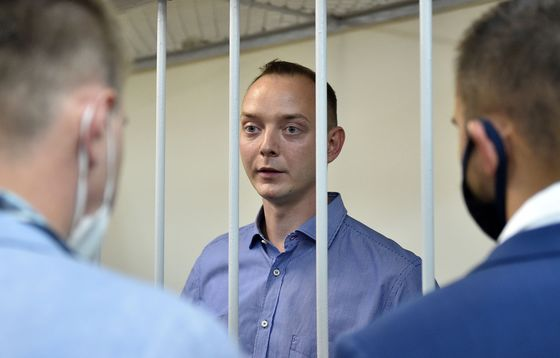 Protests Grow as Russia Charges Ex-Journalist With Treason