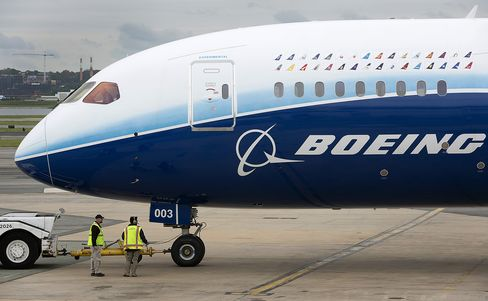 Boeing Risks Revenue of $5 Billion on Dreamliner Probe's Outcome
