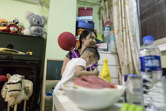 Baby Shortage Prompts China's Unwed Mothers to Fight for Change
