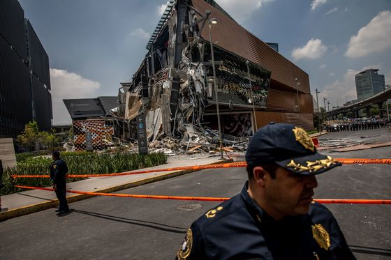 Section of New High-End Fashion Mall Collapses in Mexico City