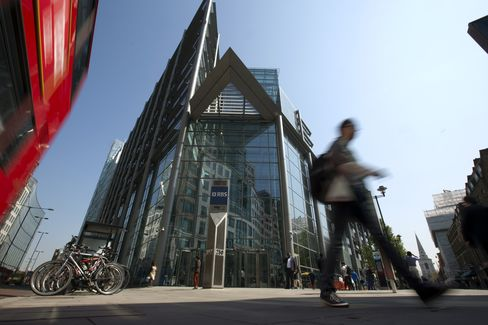 RBS Executives Push Share Sale Amid Unexpected Drop in Profits