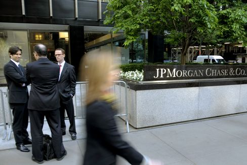 Biggest Banks' Wind-Down Plans Seen Failing to Cut Systemic Risk