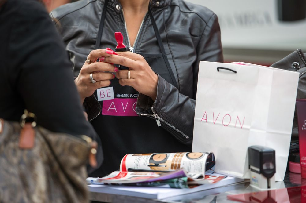 Avon to Cut 10% of Global Workforce in Bid to Further Trim