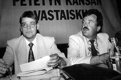 Soini and Finnish Rural Party official Reijo Rinne in 1992.