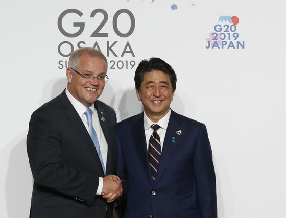 Japan's Abe in Security Talks With Australia as They Seek to Counter China