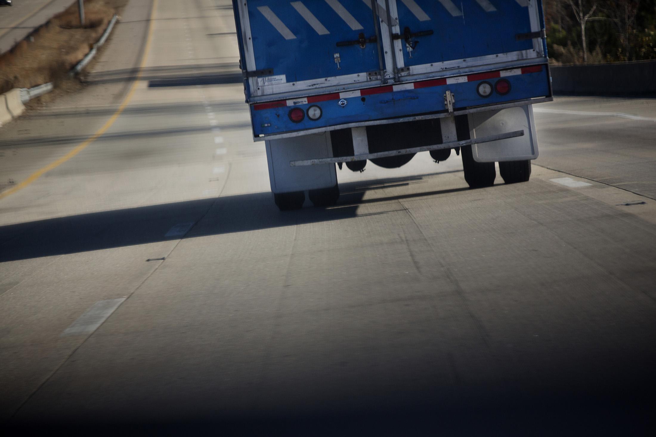 U0027Smokey And The Banditu0027 Charm Fades As Truck Driver Hiring Lags  Bloomberg