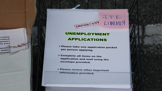 U.S. Jobless Claims Jump by Most Since March, Approach 1 Million