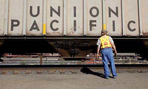 Union Pacific Couples More Cars for U.S. Home Building