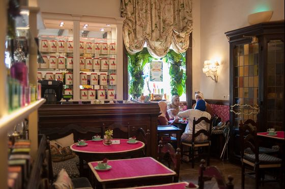 A Victorian Teahouse Thrives in Rome