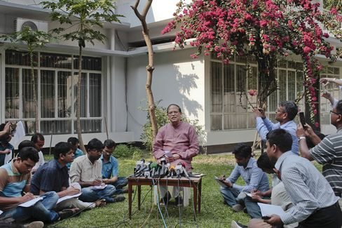 Atiur Rahman who resigned, center, addresses a press conference in Dhaka, Bangladesh on Tuesday.