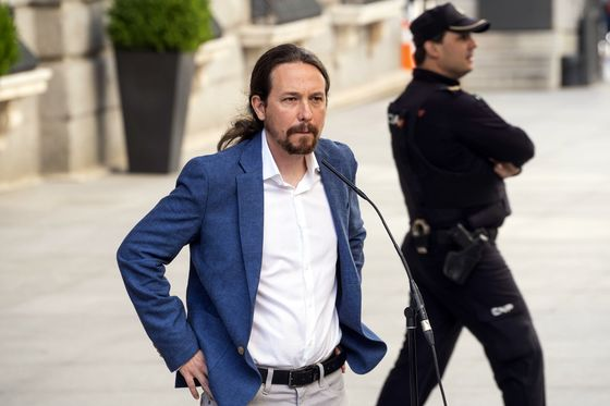 Botin Risks Confronting Latin America-Style Populism at Home