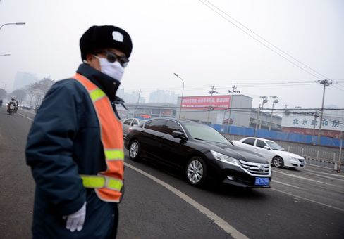 Beijing Urges People to Curb Time Outdoors After Pollution Alert