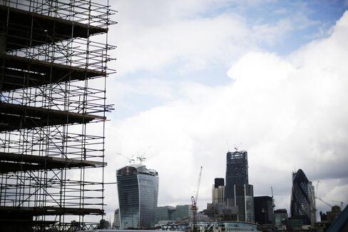 U.K. Budget Deficit Narrows
