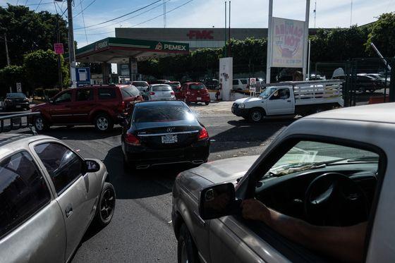 Mexico Oil Chiefs Under Pressure as Fuel Crisis Hits Capital