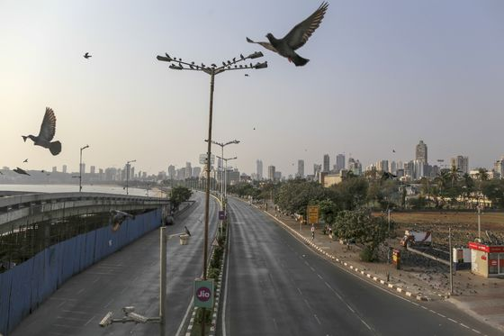 India's Chaotic Cities Turn Eerily Silent as Virus Fears Grow
