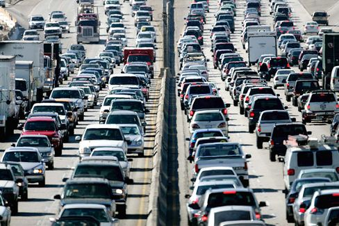 Using a Traffic App Cuts Commutes, Manages Anger