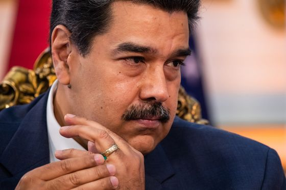 Venezuela's Maduro, Opposition Sign Agreement to Start Talks