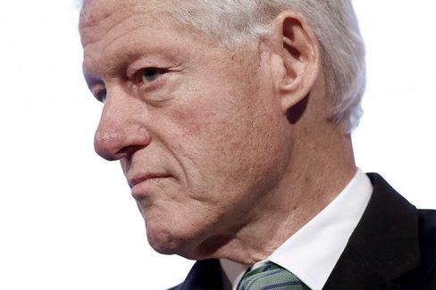 In Charitable Checkup at West Elm, Bill Clinton Rubs Some Fair-Trade Rugs