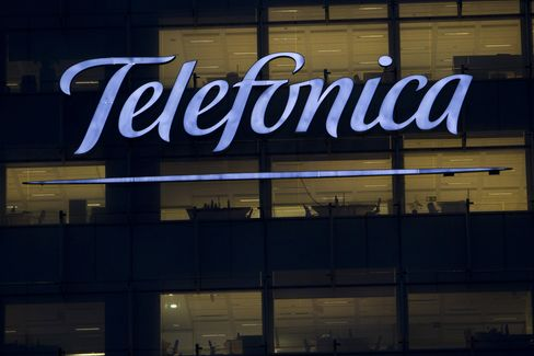 Telefonica Scraps 2012 Dividend and Buybacks, Cuts Executive Pay
