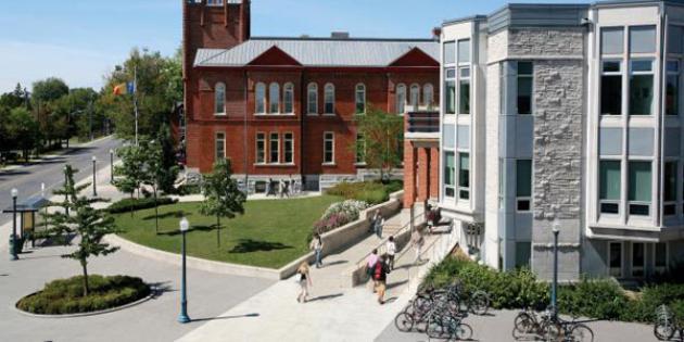 29. Queen's University