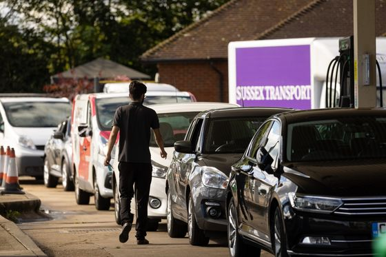 Johnson Says Fuel Crisis Easing, Urges Britons to Buy Normally