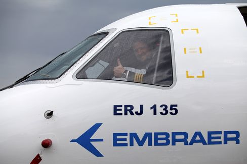 Jet Lessors Spur Boeing to Embraer Sales as New Planes Rule Show
