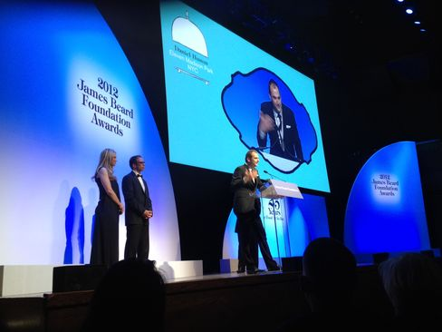 Daniel Humm accepts award