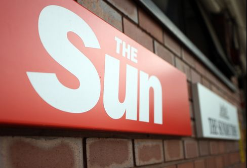 Murdoch Set to Face Sun Newsroom After Journalists Arrested