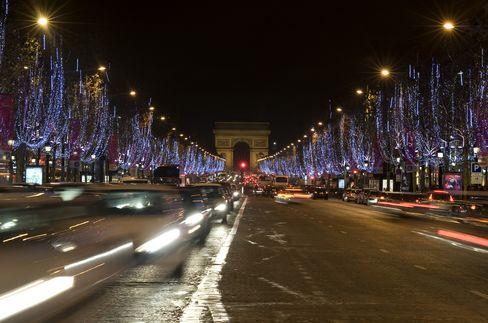 Paris Faces Darkness as City of Light Set for Illumination Ban