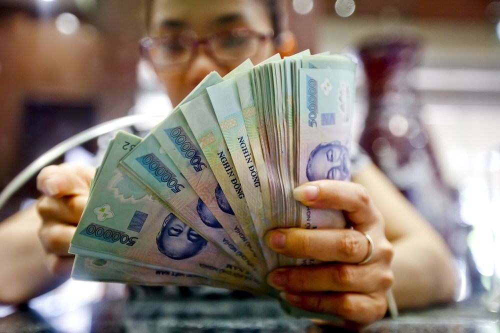 Vietnamese Dong Feels the Ripples of China's Yuan Rout