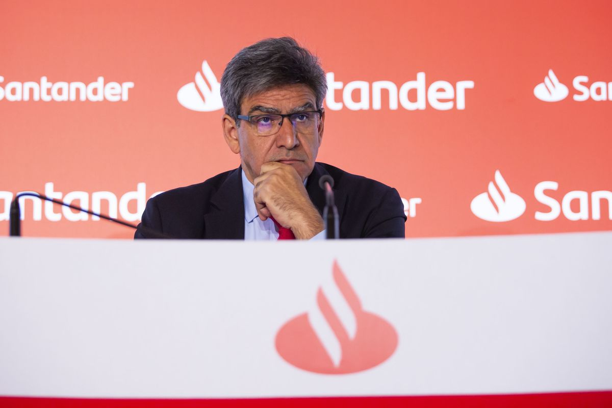 Santander CEO Defends Banker Salaries Amid Government Criticism