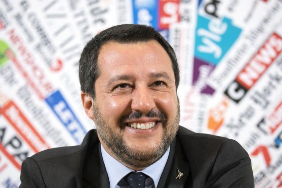 Italy's Populists Win Key Vote on 2019 Budget in Parliament