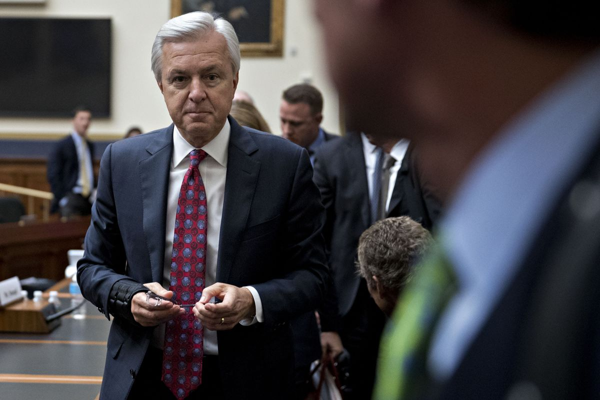 Ex-Wells Fargo Bosses Face Record Fines as Stumpf Gets Ban