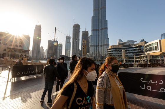 Dubai Stocks Tumble Amid More Virus-Linked Curbs on Travel