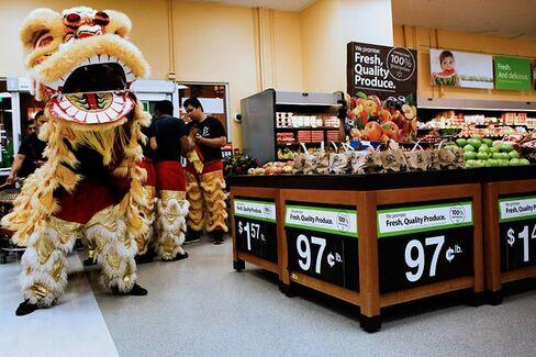 Wal-Mart Tries Workforce Surge to Battle Sparse Shelves