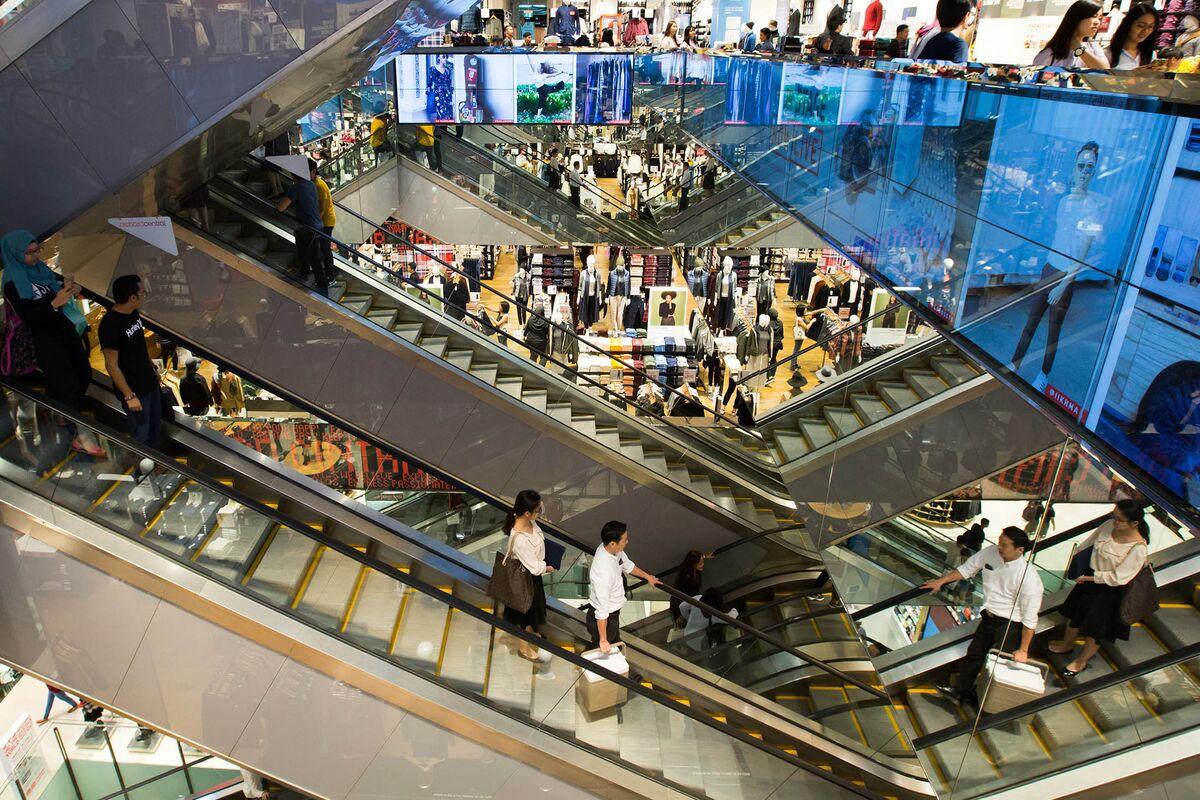 Singapore's Tourists Abandon Casinos for Shopping Malls