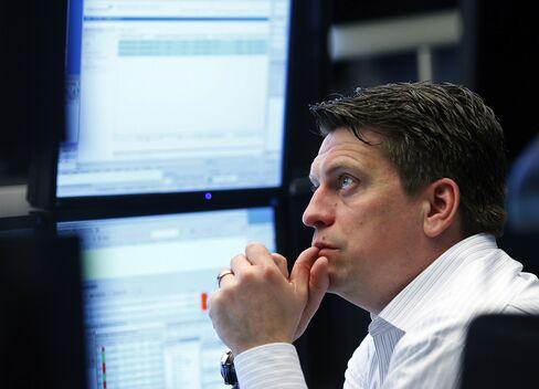 European Stocks Fall With Copper as Yen Weakens