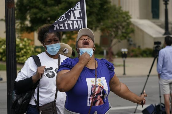 No Murder Charges in Taylor's Death; Officers Shot: Protest Wrap