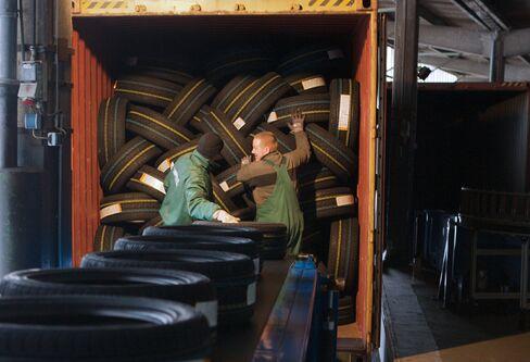 Continental AG, Faurecia May Drive European Auto-Parts Deals
