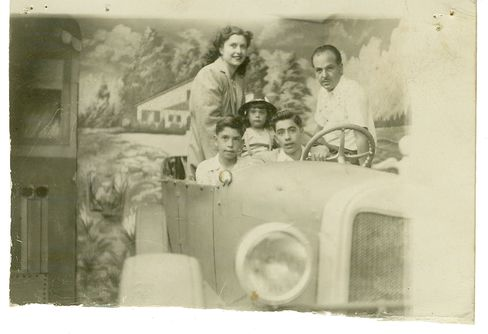 The Coppola family on a roadtrip (Francis on the left).