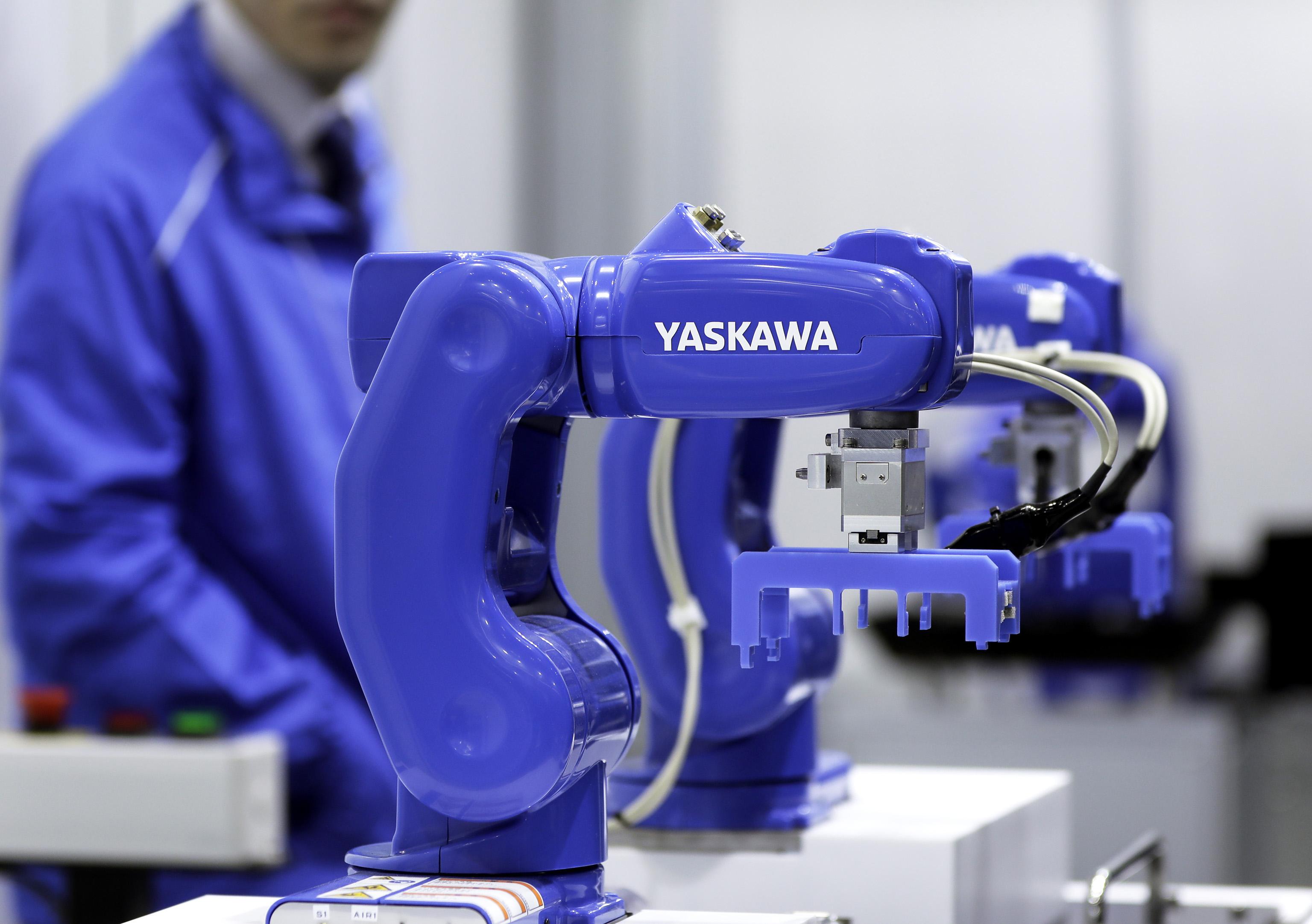 安川電機、世界最小ロボットの販売好調-金融業などからも引き合い