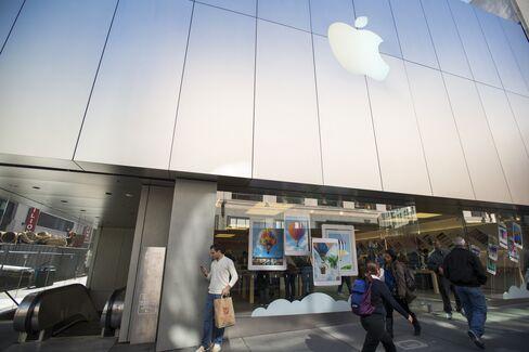 Apple's $145 Billion in Cash Fails to Win AAA